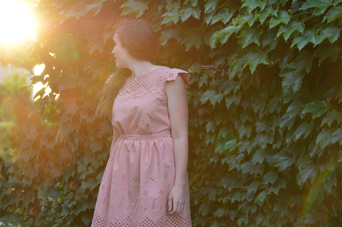 wall of ivy backdrop with blush dress
